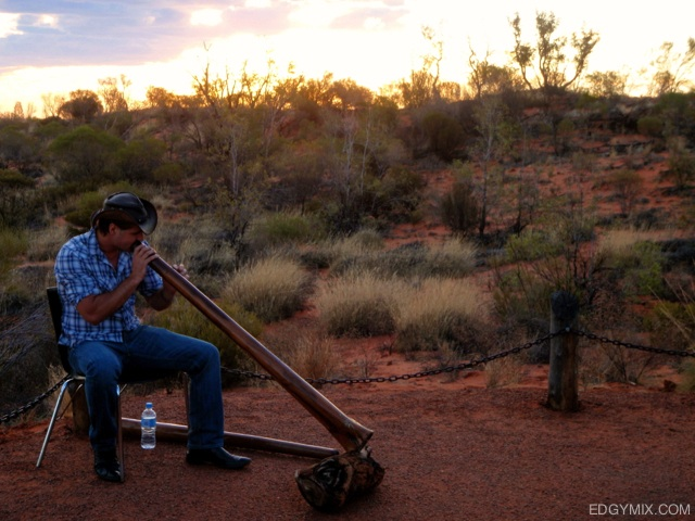 Traditional-music-at-Uluru-Australa
