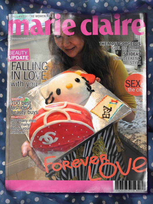 EDGYMIX with chanel x Hello kitty fondant cake