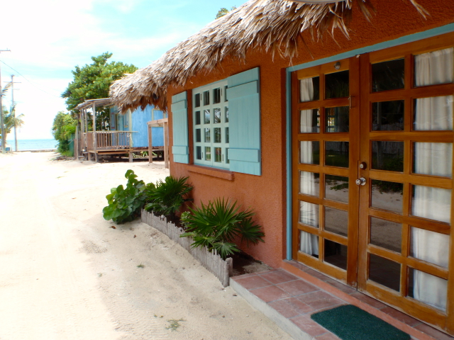 Seafront-hotel-in-Belize