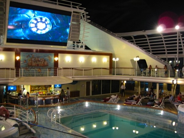 Swimming pool in Princess cruise