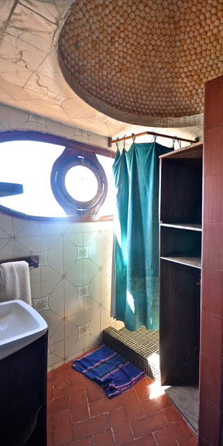 seaview bathroom in toubac dialaw